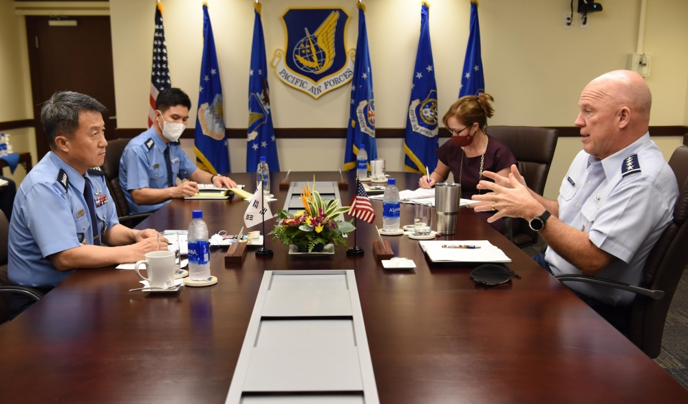 "U.S. Space Force Gen. John W. ""Jay"" Raymond, Chief of Space Operations, talks with Gen. Lee Seong-yong, Chief of Staff, Republic of Korea Air Force (ROKAF), at Joint Base Pearl Harbor-Hickam, Hawaii, Nov. 19, 2020. During the discussion, Raymond spoke on the foundational direction for the Space Force and the importance of interoperability with allies and partners to uphold a Free and Open Indo-Pacific. (U.S. Air Force photo by Tech. Sgt. Zach Vaughn)"